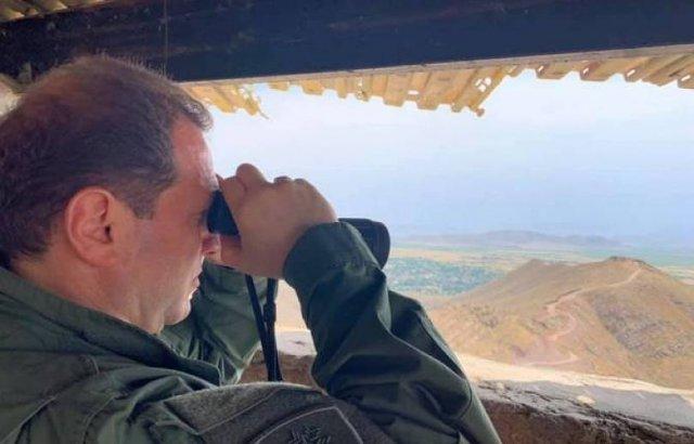Давид Тоноян посетил один из боевых опорных пунктов ВС Армении