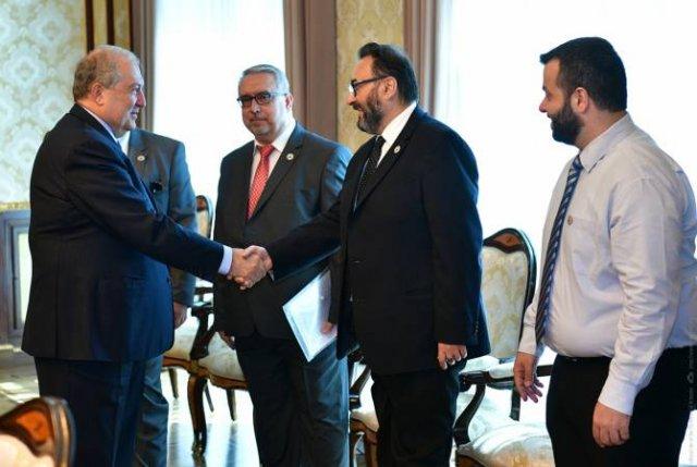 Президент Армении принял представителей Союза выпускников бейрутской семинарии Св. Григора Лусаворич