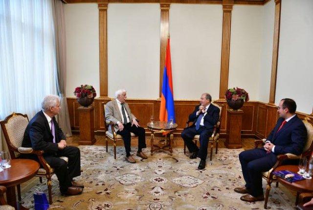 Президент РА встретился с известным ученым и изобретателем армянского происхождения Раймондом Дамадяном