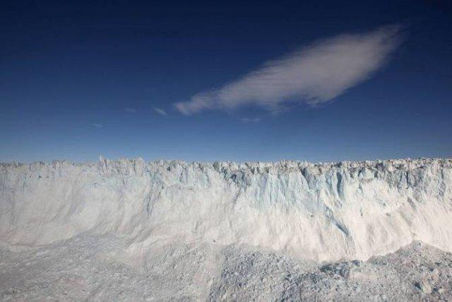 Ледники Гренландии теряют по два кубических километра воды ежедневно