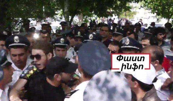 Столкновения произошли между сторонниками и противниками Кочаряна у здания суда в Ереване
