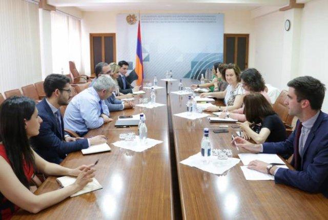Делегация Французского агентства развития обсудила с министром экономики программы, касающиеся экономики