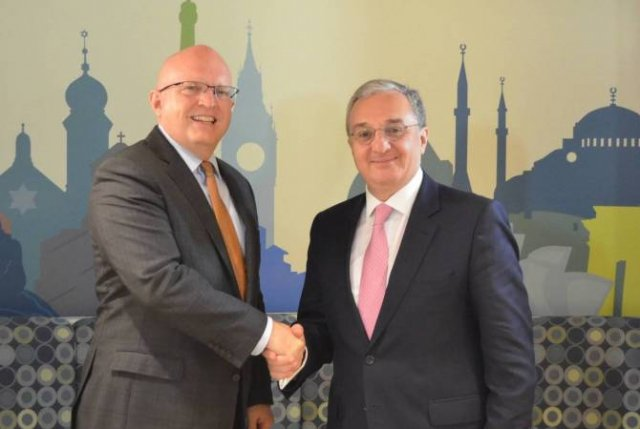 Глава МИД Армении встретился с и.о. помощника государственного секретаря США по делам Европы и Евразии Филипом Рикером