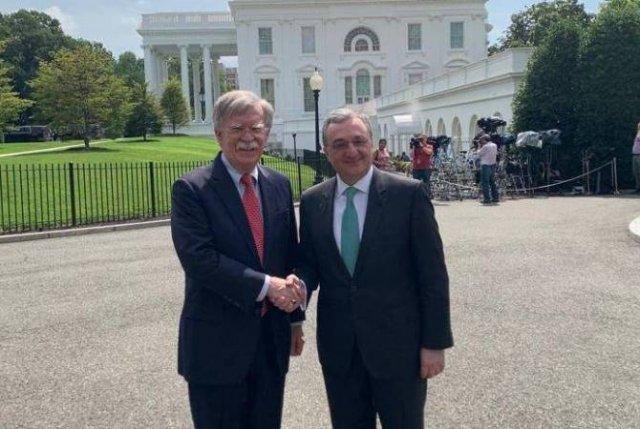 Мнацаканян и Болтон готовы расширить армяно-американское двустороннее сотрудничество