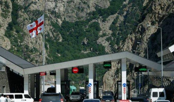 """Армянский автобус остановили на КПП """"Верхний Ларс"""" из-за перевозки запрещенного предмета"""