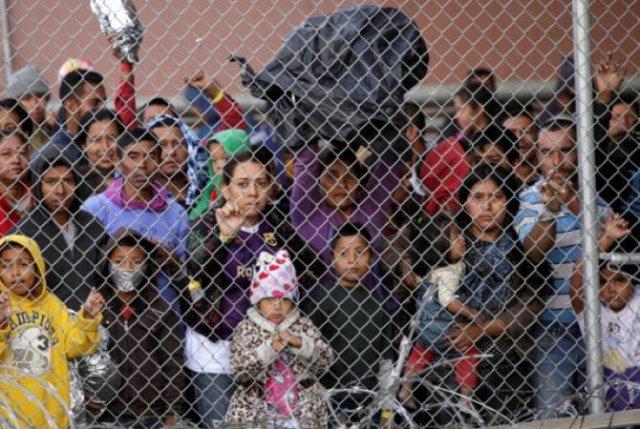 В США одобрили выделение $4,6 млрд гуманитарной помощи мигрантам на границе с Мексикой