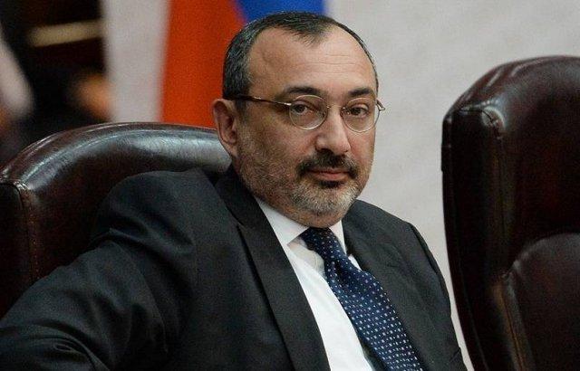 Премьер назначил Карена Мирзояна послом по особым поручениям