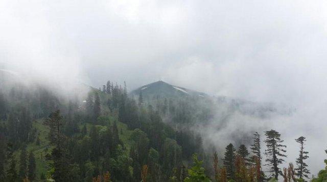 Зима в середине лета: на западе Грузии выпал снег