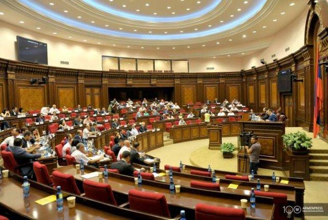 НС Армении единогласно приняло проекты законов, представленные правительством