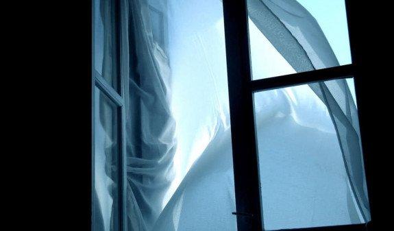 В Санкт-Петербурге пара выпала с девятого этажа во время любовных утех
