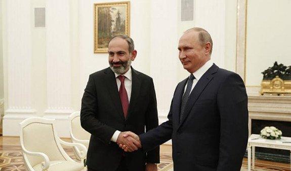 В Кремле рассказали подробности телефонного разговора Пашиняна и Путина