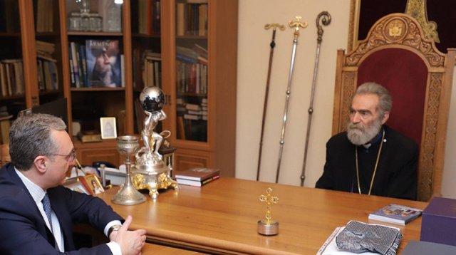 Зограб Мнацаканян в Арцахе встретился с архиепископом Паргевом Мартиросяном