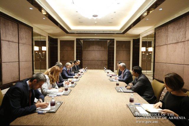 Премьер Армении обсудил с представителями компании Temasek Holdings возможности сотрудничества в технологической сфере