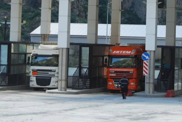 Армянских водителей в Грузии избили, повредили машины: сообщение посольства