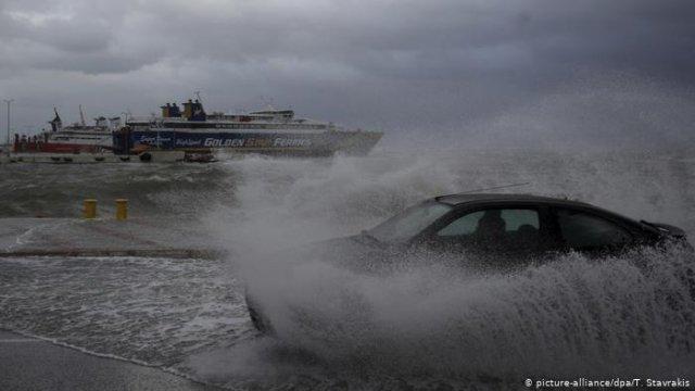 В Греции во время шторма погибли туристы