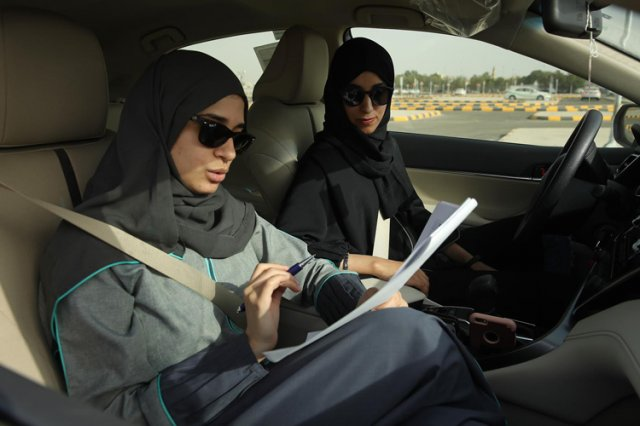 Женщинам в Саудовской Аравии позволят ездить за границу без разрешения мужчин