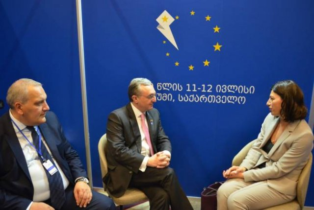 Глава МИД Армении встретился с председателем Комиссии по внешним сношениям парламента Грузии