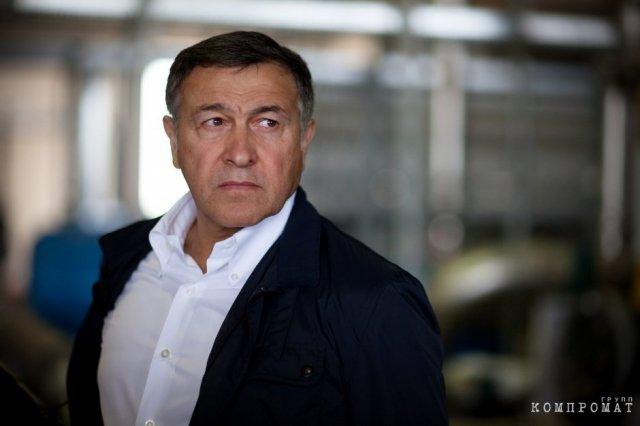 Компанию азербайджанского олигарха в РФ подозревают в нецелевом использовании денег заказчика