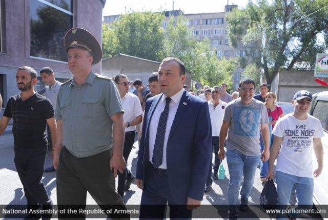 Вице-спикер НС ознакомился с ходом летнего воинского призыва
