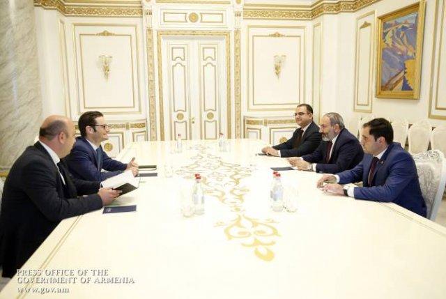 """Премьер-министр Армении принял представителей компании """"Амбер Капитал"""""""
