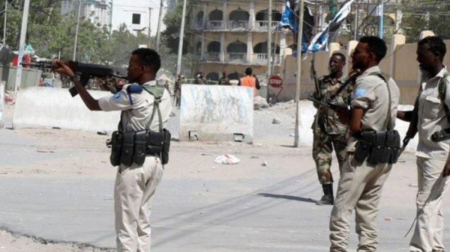 Не менее 10 человек погибли при нападении на отель в Сомали