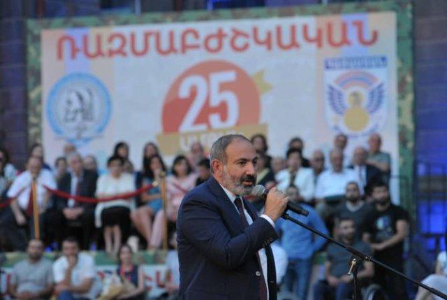 Никол Пашинян поздравил выпускников ЕГМУ