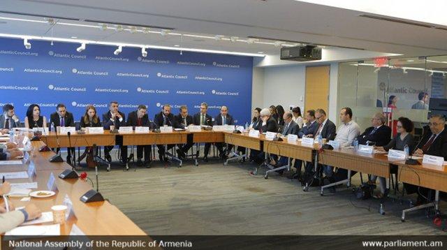 Спикер НС Армении встретился с представителями армянской общины Вашингтона