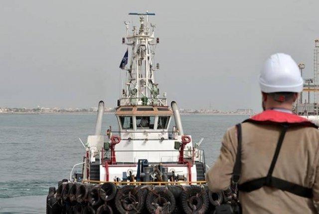 Зариф заявил, что Тегеран не хочет закрывать Ормузский пролив, но имеет такую возможность