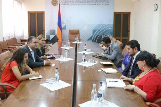 Тигран Хачатрян с делегацией ВБ обсудил программы в сфере сельского хозяйства