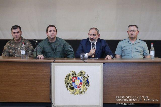 Пашинян: Армянская армия – это то основное место, где граждан учат искусству побеждать