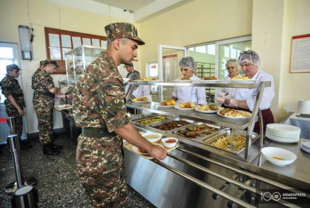 С августа в пяти воинских частях армянской армии питание будет предоставляться по новому распорядку