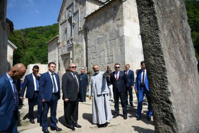 Агарцин является символом государственности: президент посетил монастырь Агарцин