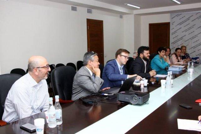В министерстве ОНКС РА обсуждена программа осуществления офтальмологических осмотров в школах