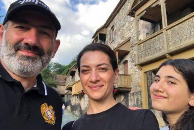 Находящийся в отпуске Никол Пашинян опубликовал семейное фото из Дилижана