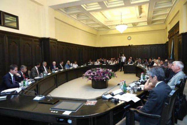 В правительстве состоялось обсуждение с участием партнеров, содействующих развитию Армении