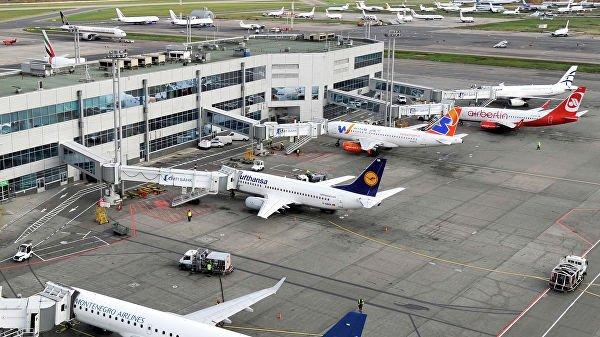 В московских аэропортах задержали или отменили более 50 рейсов
