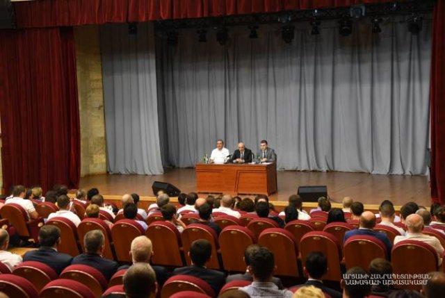 Президент Арцаха провел совещание по вопросам организации 7-х Всеармянских летних игр
