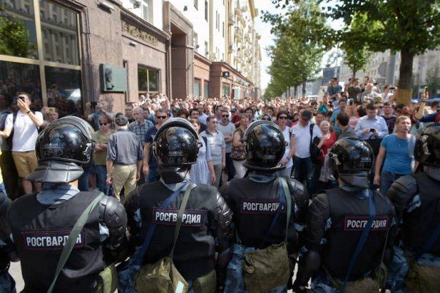 Полиция задержала более 500 человек на акции протеста в Москве
