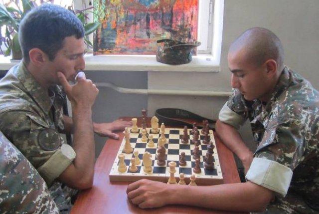 Инженерные работы, шахматы: на передовой досуг — не пустое времяпрепровождение
