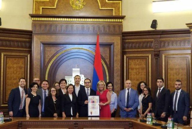 Вице-премьер Тигран Авинян принял делегацию во главе с вице-губернатором Калифорнии