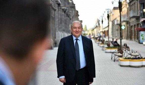 Президент Армении пожертвовал свою годовую зарплату на развитие Гюмри