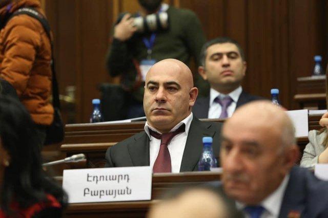 Депутат НС Эдуард Бабаян не обжалует приговор суда о признании себя виновным и освобождении по амнистии