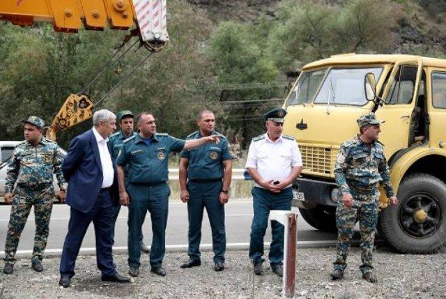 Министр ЧС встретился с пострадавшими спасателями и проверил ход аварийно- восстановительных работ