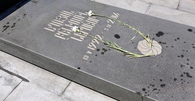 Полиция Армении: По подозрению в осквернении могил в пантеоне «Ераблур» подвергнута приводу 51-летняя женщина