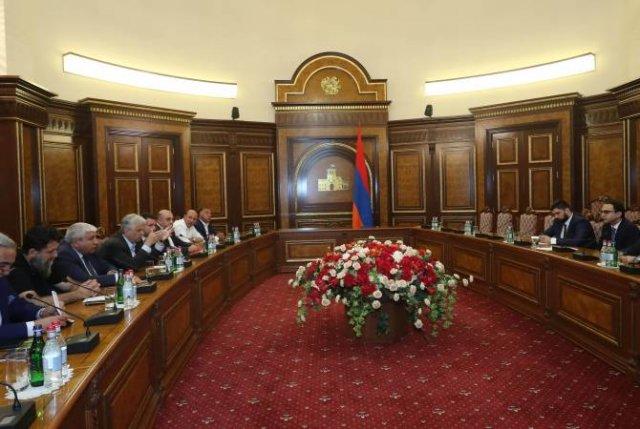 Вице-премьер Тигран Авинян принял делегацию предпринимателей