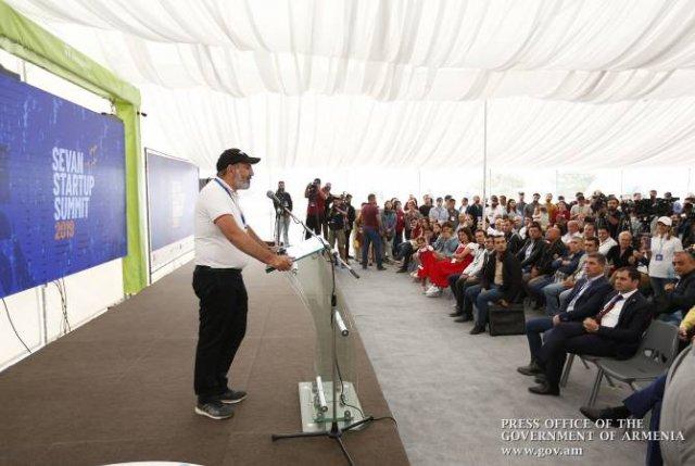 Пашинян сравнил бархатную революцию со стартапом