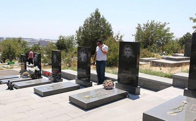 Начальник Генштаба ВС Армении: Предпринимаются меры для восстановления прежнего вида надгробных плит в воинском пантеоне «Ераблур»