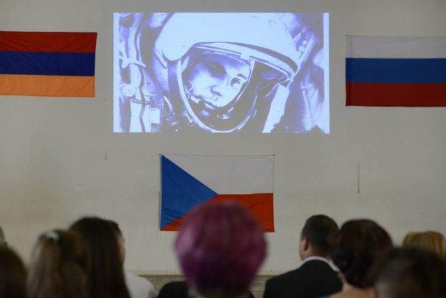 В открытии Международной летней космической школы в Ереване принял участие известный космонавт Авдее