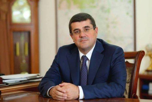 Араик Арутюнян призвал политические силы Арцаха решать разногласия за столом переговоров