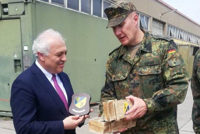 Ашот Смбатян встретился с армянскими миротворцами в Гермерсхайме